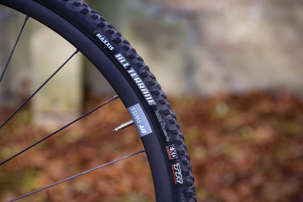 Merida Mission CX 8000 - tyre.jpg