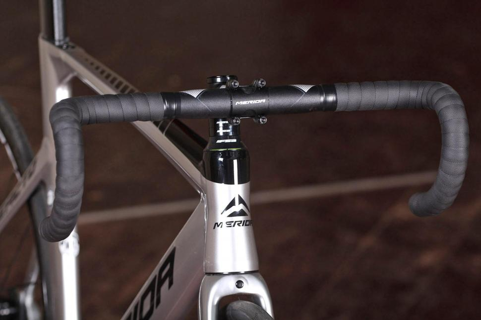 Merida Reacto Track 900 - bars.jpg