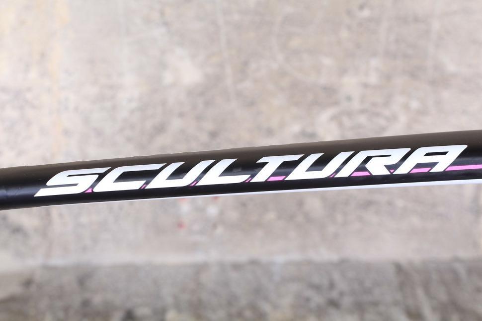 Merida Scultura Disc - top tube.jpg
