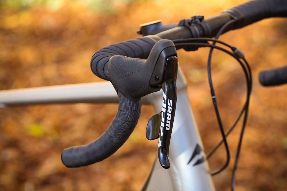 Merida Silex 300 - bar and shifter.jpg