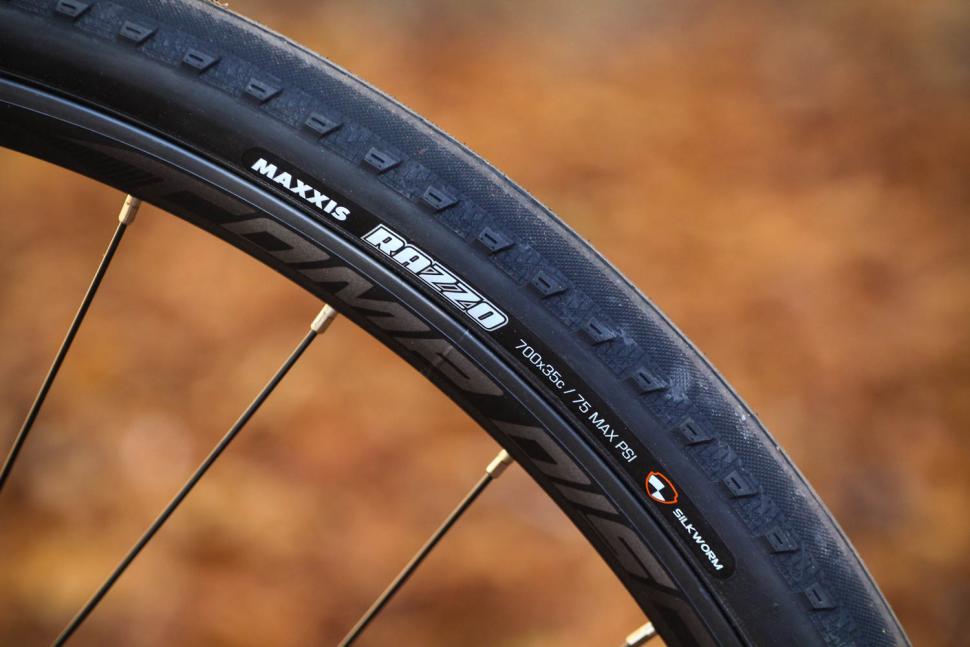 Merida Silex 300 - tyre and rim.jpg