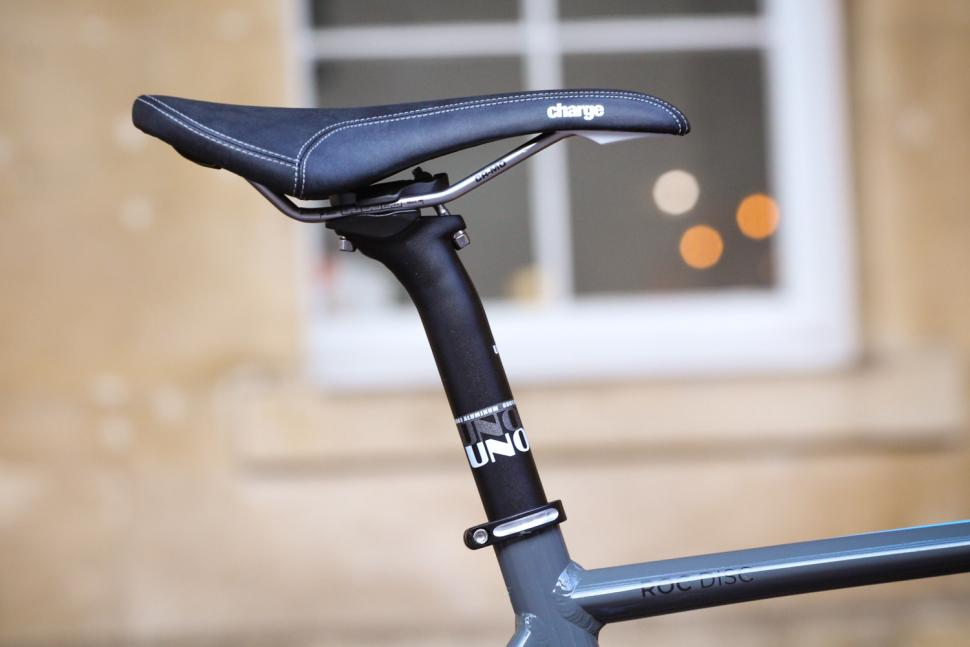 Merlin Roc Disc 105 - saddle and post.jpg