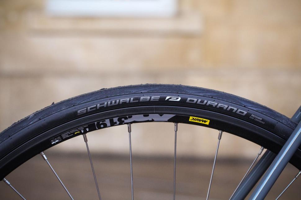 Merlin Roc Disc 105 - tyre and rim.jpg