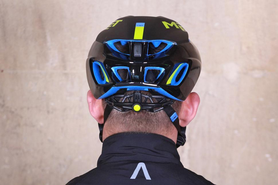 Met Manta Helmet - back.jpg