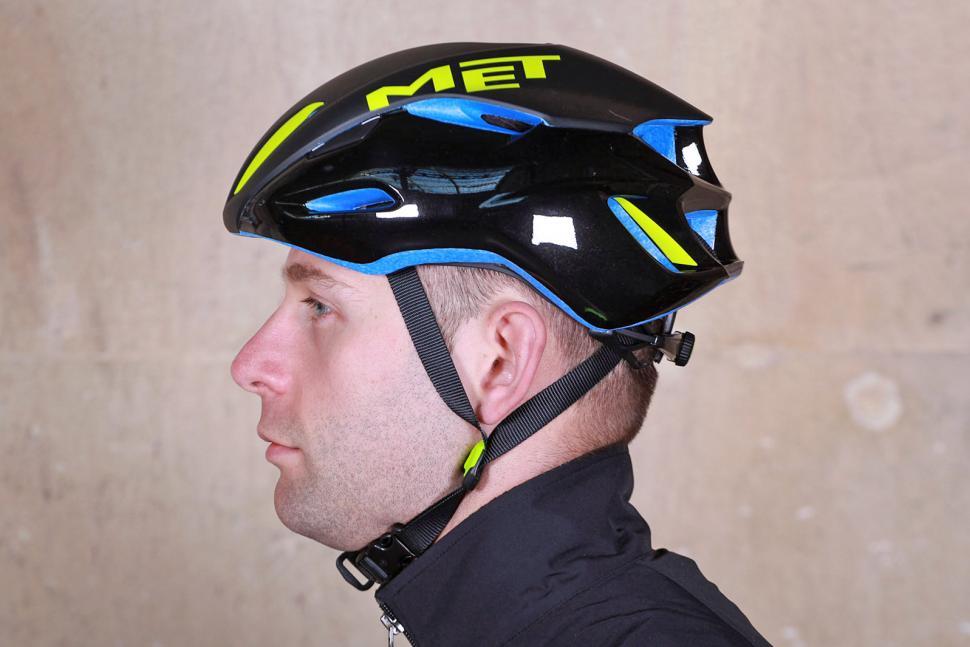 Met Manta Helmet - side.jpg