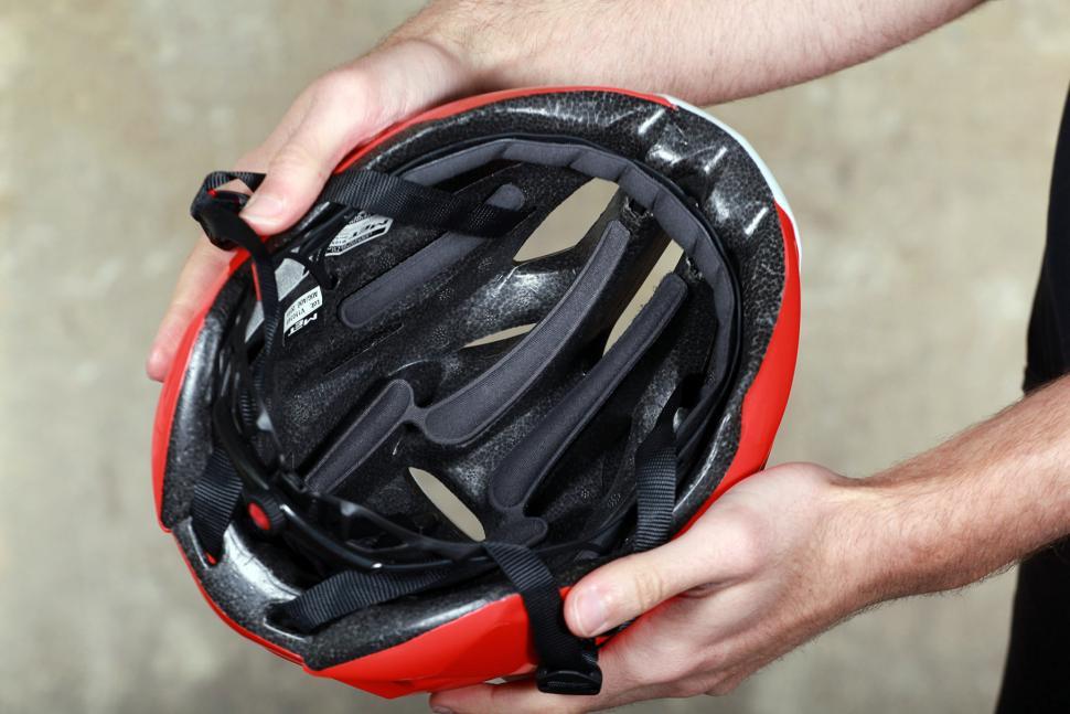 Met Rivale Helmet - inside.jpg