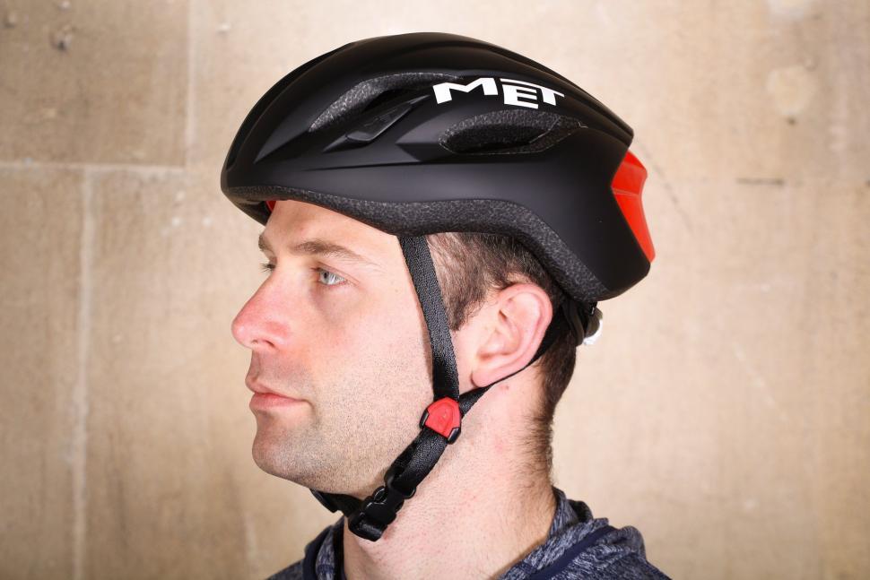 Met Strale Helmet.jpg