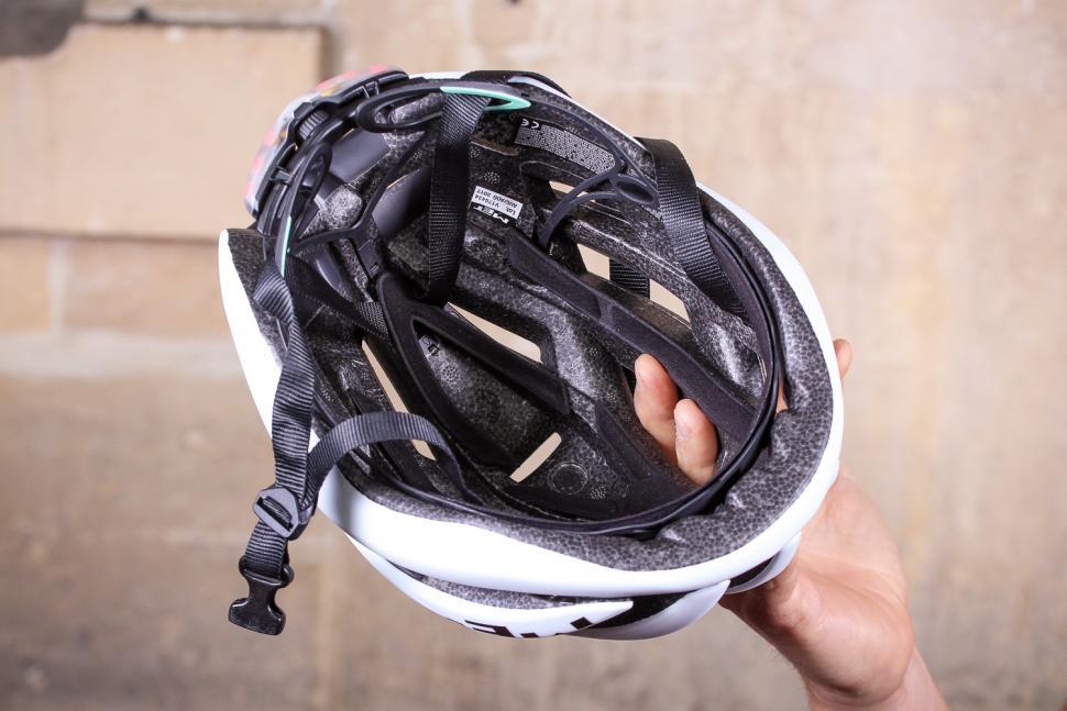 MET Trenta 3K Carbon Helmet - inside.jpg