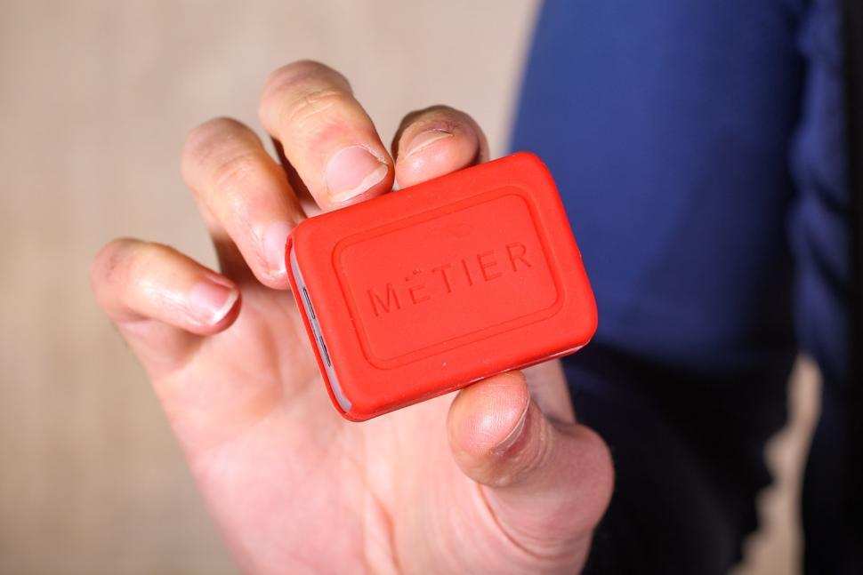 Metier Beacon Rain Jacket - battery pack.jpg