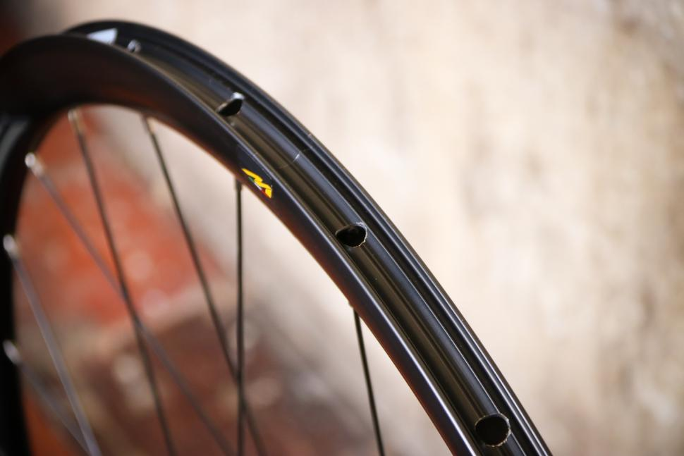 Miche Race AXY Wide Profile Disc Wheelset - rim bed.jpg