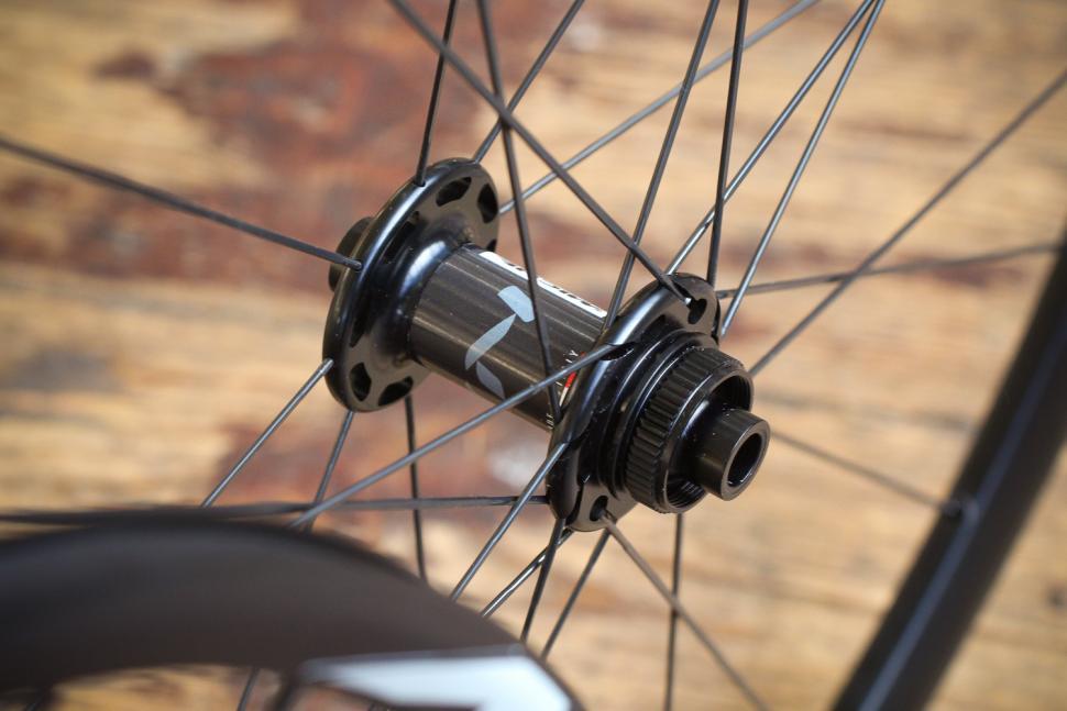 Miche Syntium AXY Disc Black Wheels - front hub.jpg