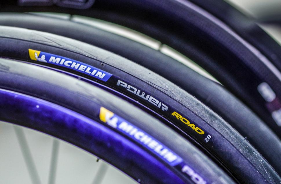 michelin power road tubeless tyre