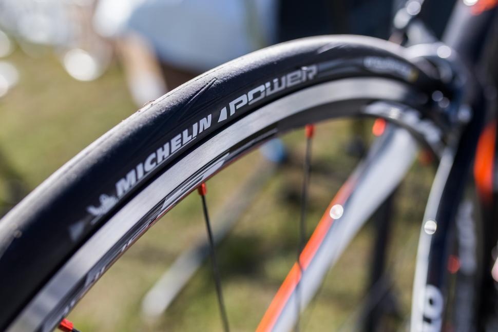 michelin power tyres14.jpg
