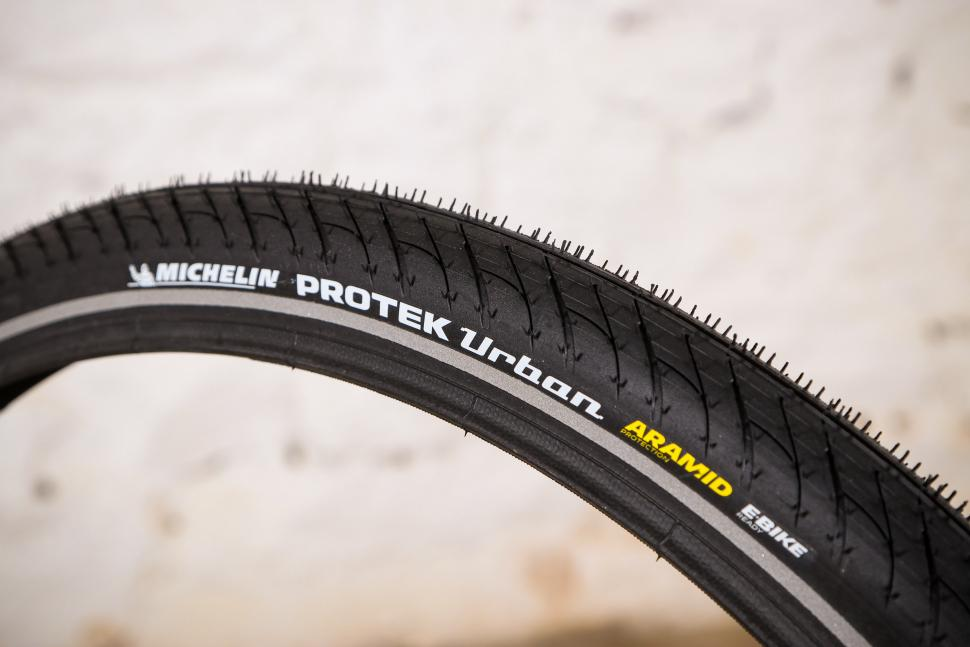 ONE PAIR OF 700c x 25c Road Race Bike Bicycle Tyres GW New