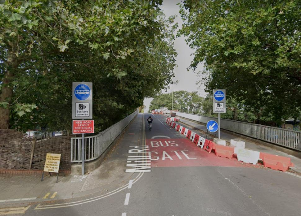 Mayor backs bus gate being reinstated on bridge on Cambridge's busy Mill Road