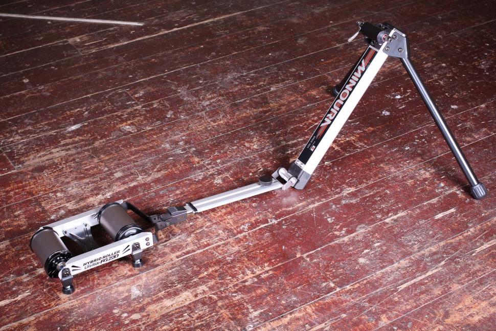 Minoura FG220 Hybrid Roller.jpg