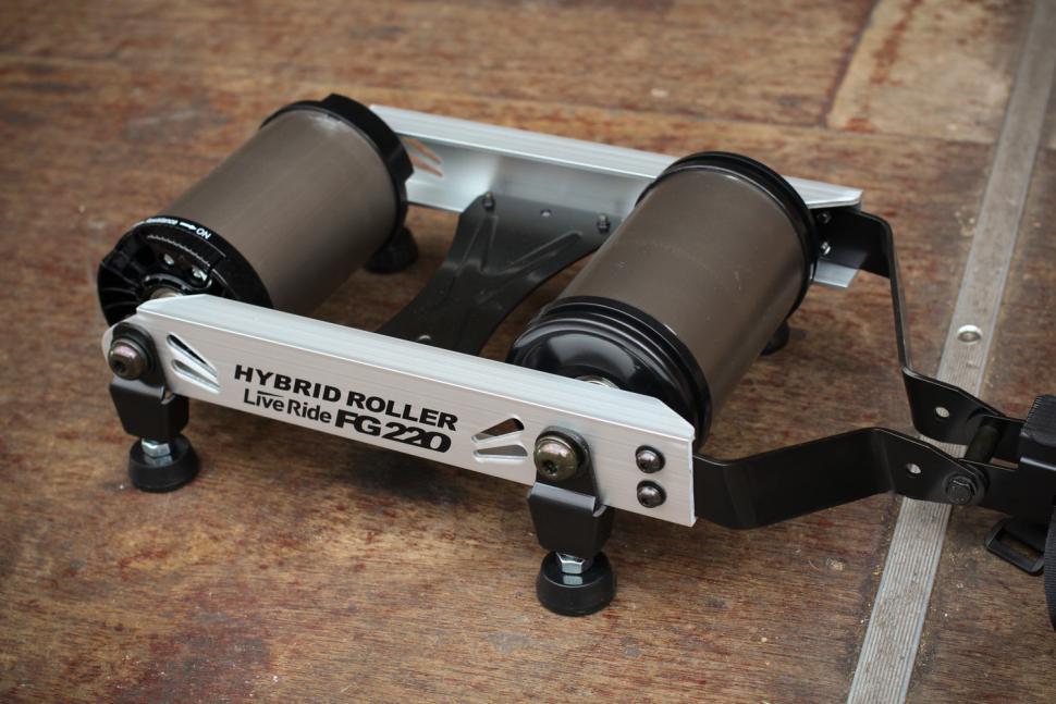 Minoura Hybrid Roller FG220 - roller.jpg