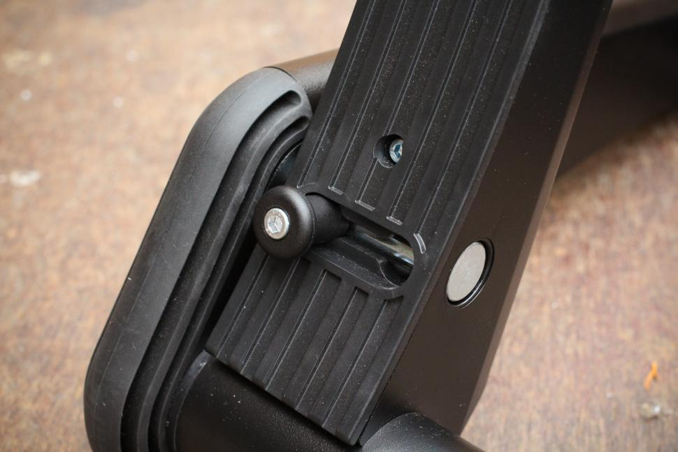 Minoura Smart Turbo Kagura LST9200 - folding lever.jpg