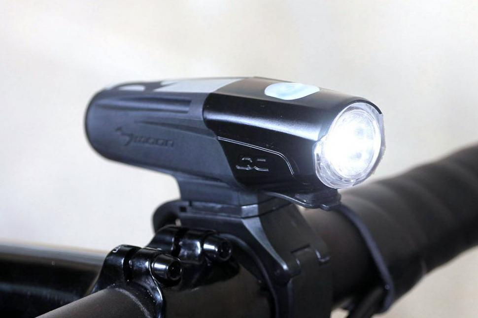 moon-lx-760-high-power-usb-rechargeable-light.jpg