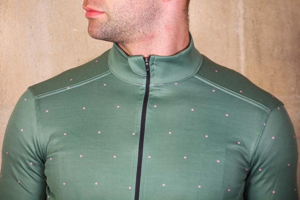 Morvelo Merino Pimento jersey - chest.jpg