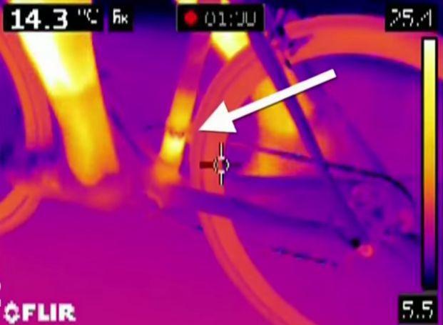 Motor hidden in bike frame (Stade 2 video image, April 2016).JPG