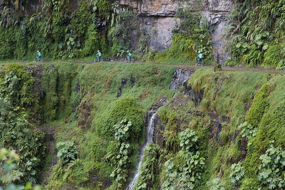 Mountain bikers on Yungas Road, Bolivia (licensed CC BY SA 4.0 by Vaido Otsar on Wikimedia Commons)