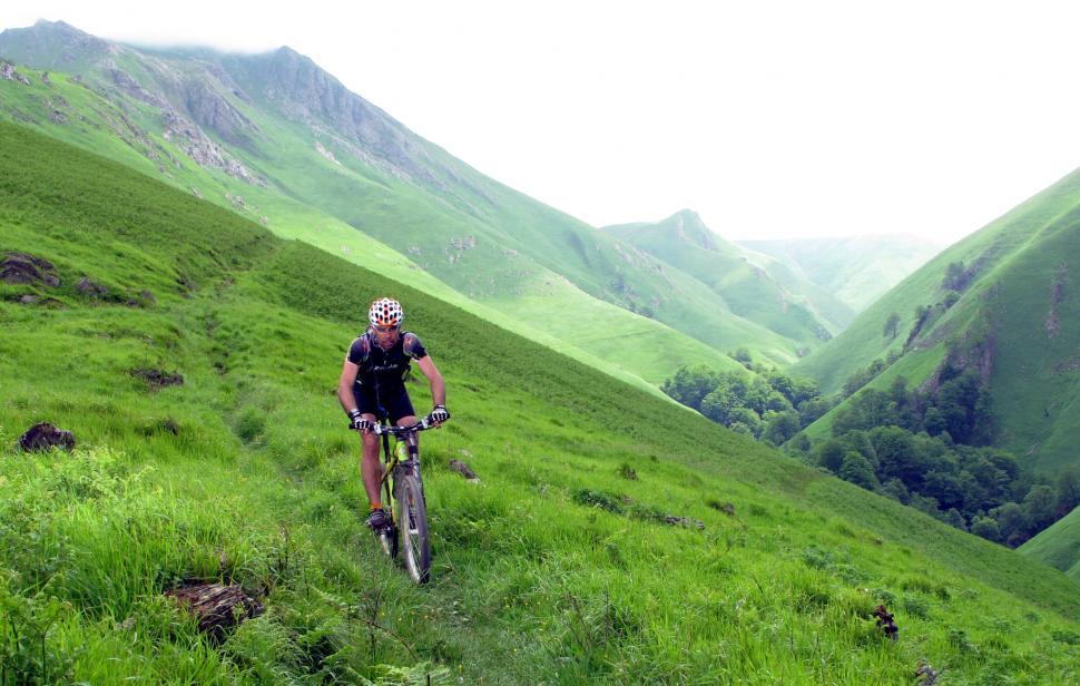 mountain biking (CC BY-NC-ND 2.0 Adrià Triquell i Cristòfol|Flickr).jpg