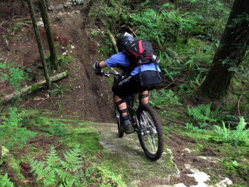 Mountain biking (CC BY-ND 2.0 Dave H|Flickr) .jpg