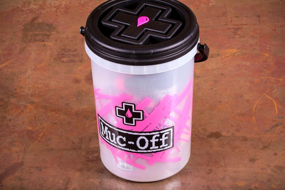 Muc-Off Dirt Bucket Kit - bucket.jpg