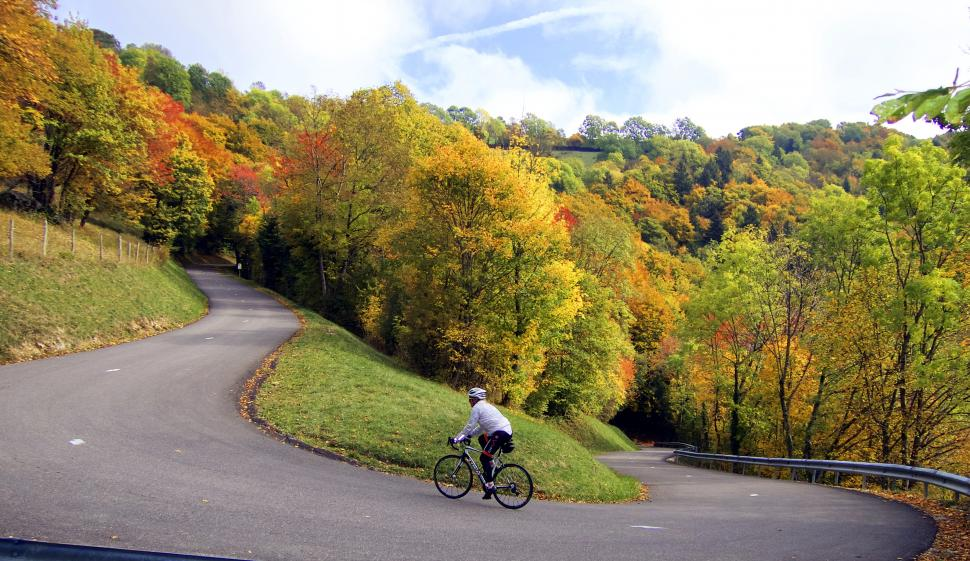 Nice Hairpin Autumn, Mont Salève (CC BY-NC 2.0 will_cyclist:Flickr.jpg
