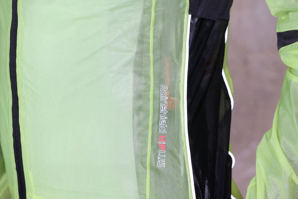Northwave Acqua Pro Rainshield Jacket - reflective detail.jpg