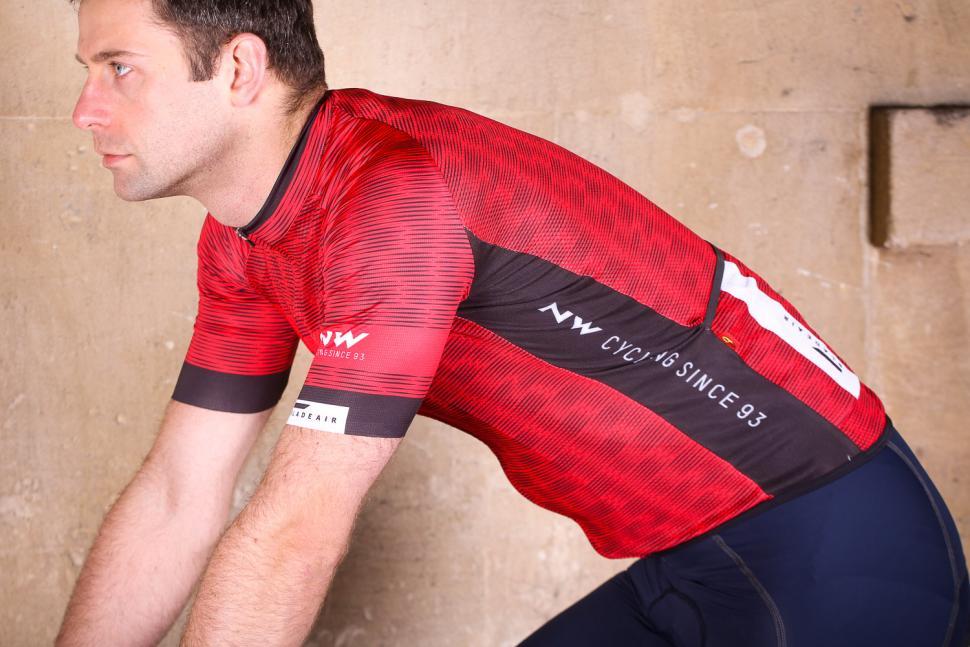 northwave_blade_air_jersey_short_sleeves_-_riding.jpg