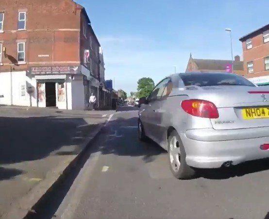 Nottingham driver cuts into bus line (via Twitter).jpg