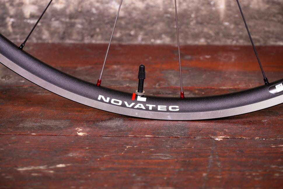 Novatec Jetfly SL wheels - valve.jpg
