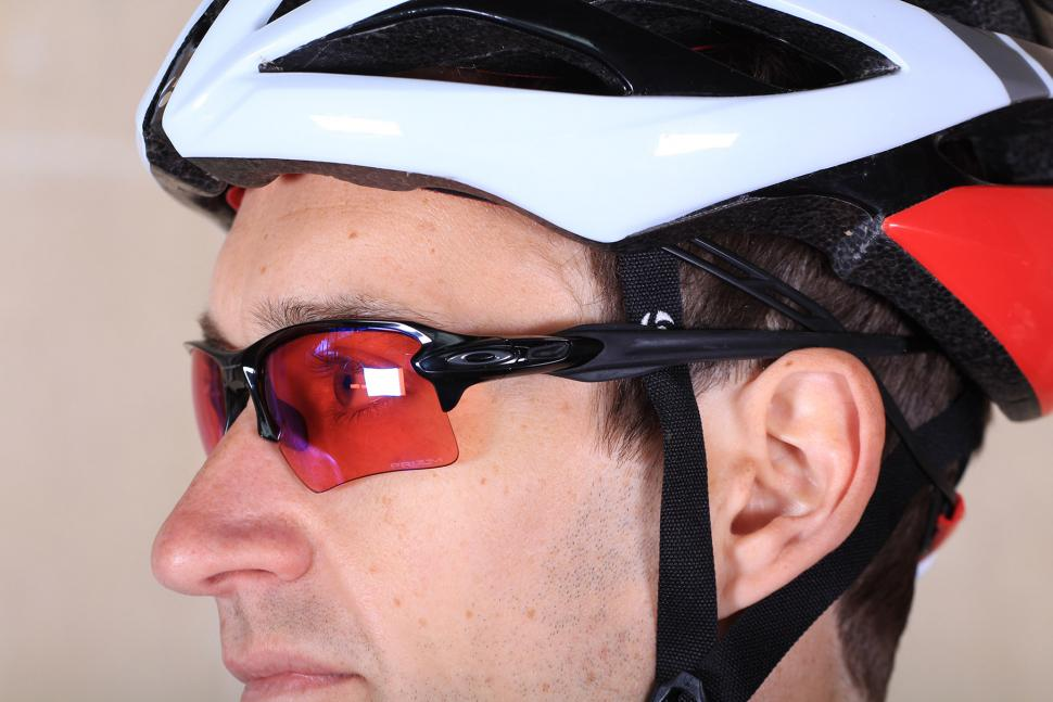 ebea2731aabf8 Review  Oakley Flak 2.0