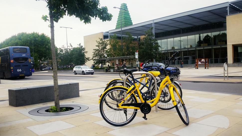 Ofo bikes outside Said Business School in Oxford (Simon MacMichael).jpg