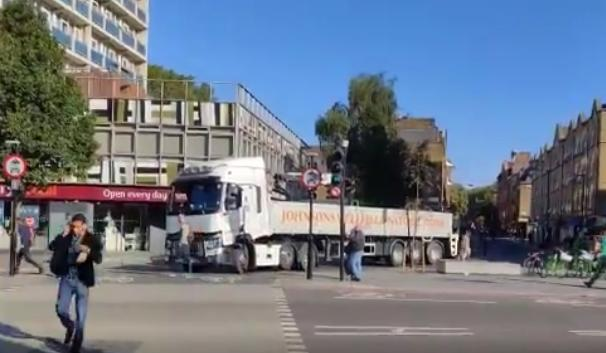 Old Street Roundabout lorry.PNG