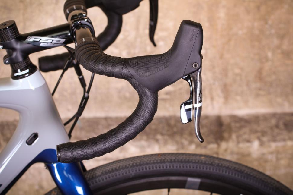 orbea_terra_m21-d_-_bar_and_shifter.jpg