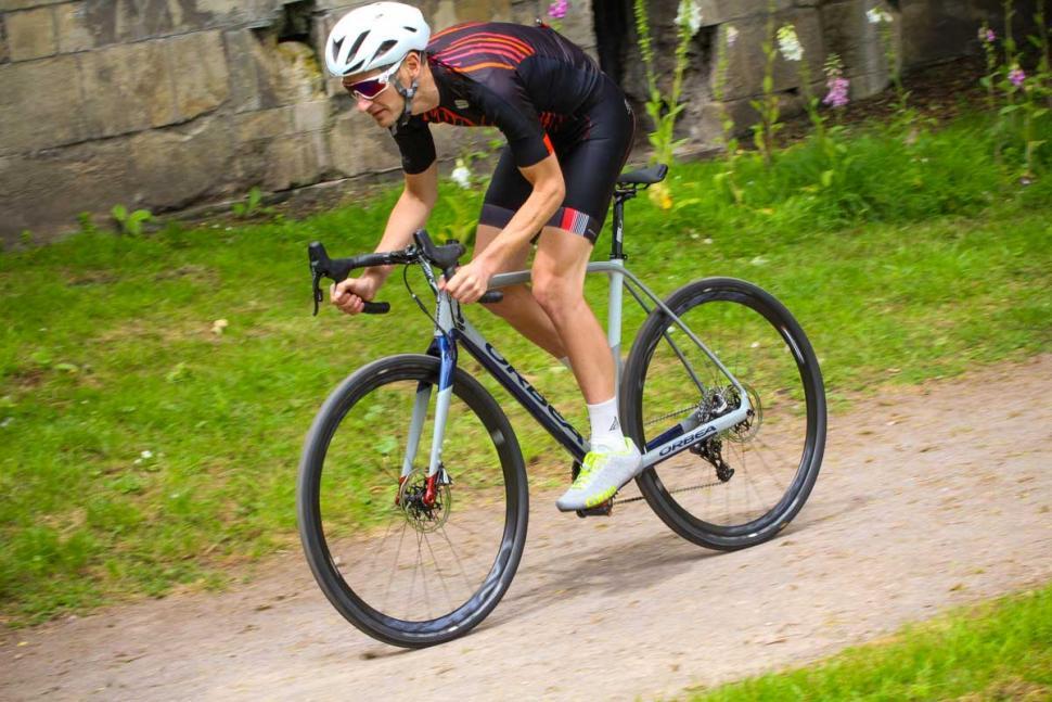 orbea_terra_m21-d_-_riding_4.jpg