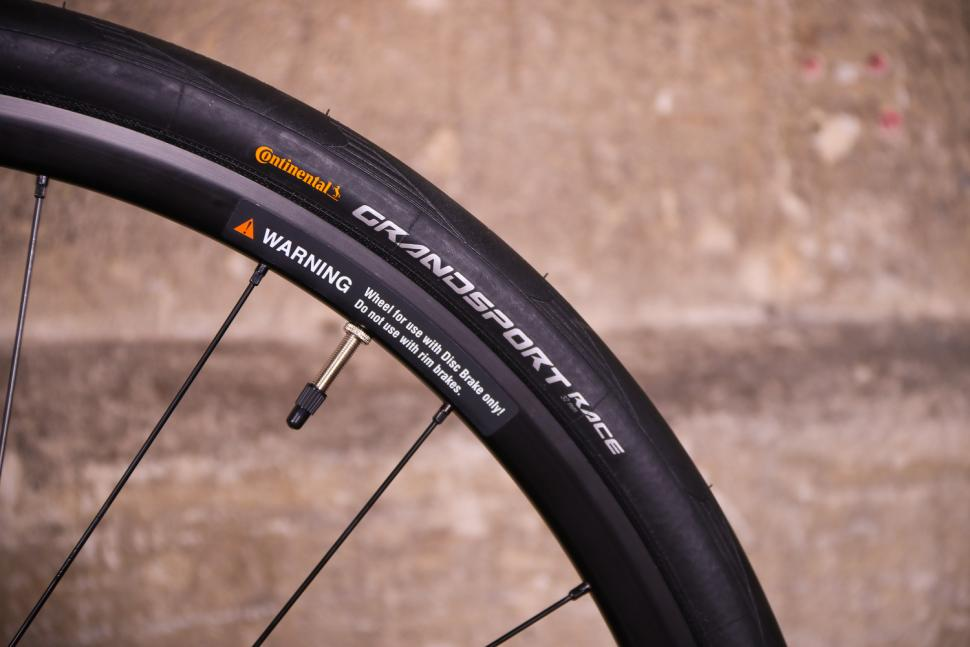 Orro Terra C - tyre and rim.jpg