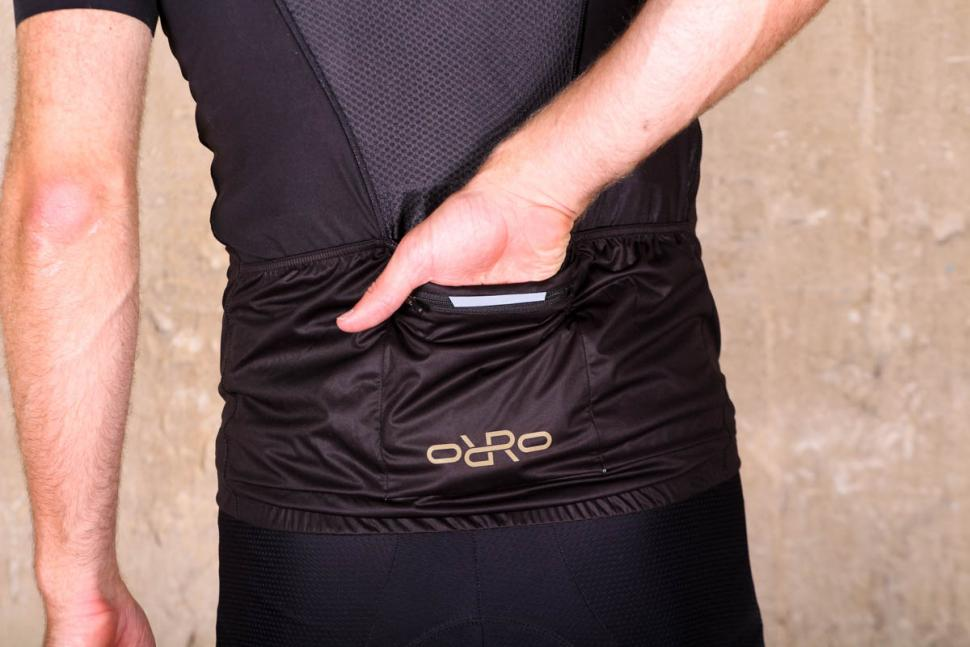 orro_bikes_cycling_gillet_-_pocket.jpg