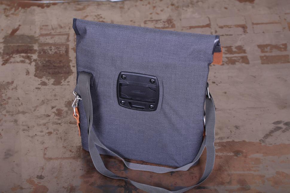 Ortlieb Barista Urban Line handlebar bag - bag back.jpg