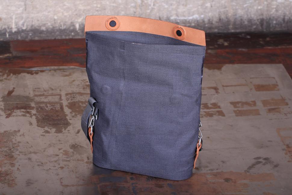 Ortlieb Barista Urban Line handlebar bag - bag open.jpg