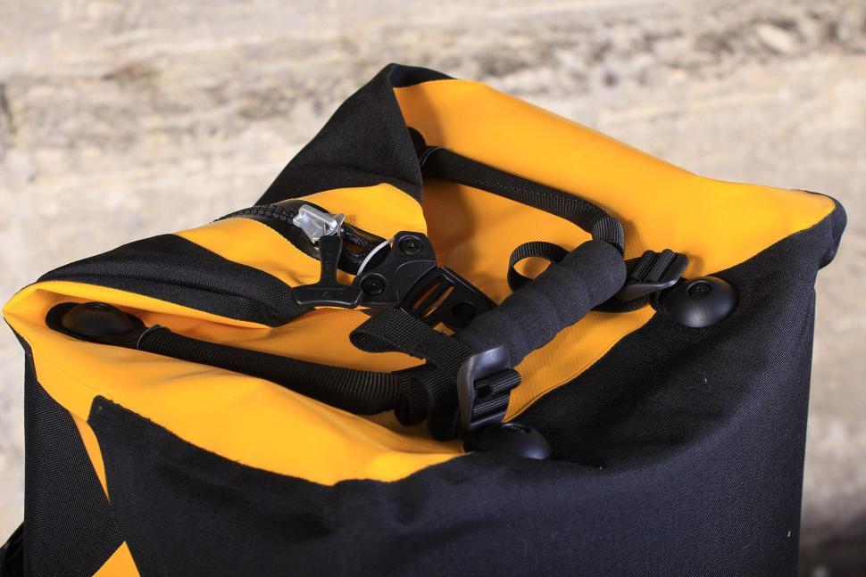 Ortlieb Duffle RS 110L - top handle.jpg