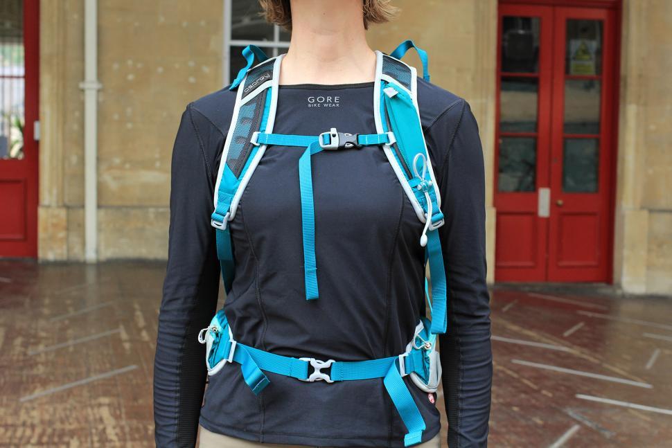 404e2357a1be Osprey Tempest 20 Womens rucksack - straps.jpg