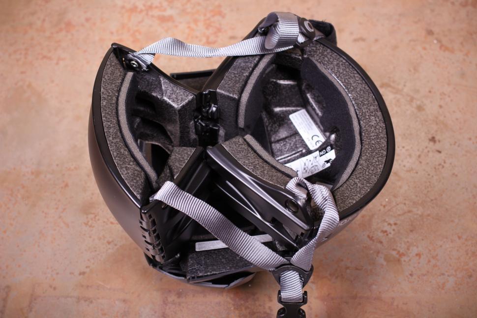 Overade Plixi Folding Helmet - unfolding 3.jpg