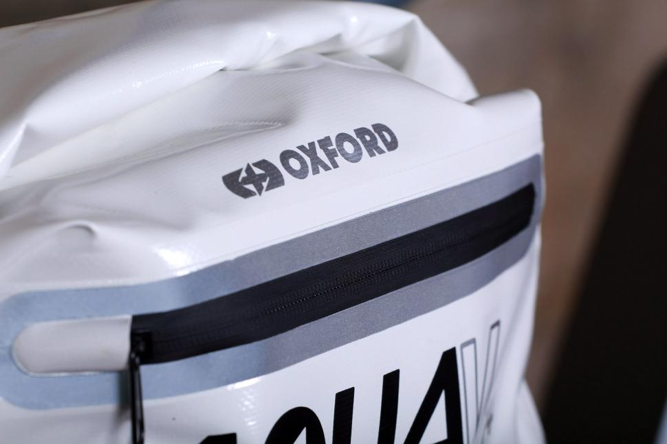 Oxford Aqua14 Pannier - zip.jpg