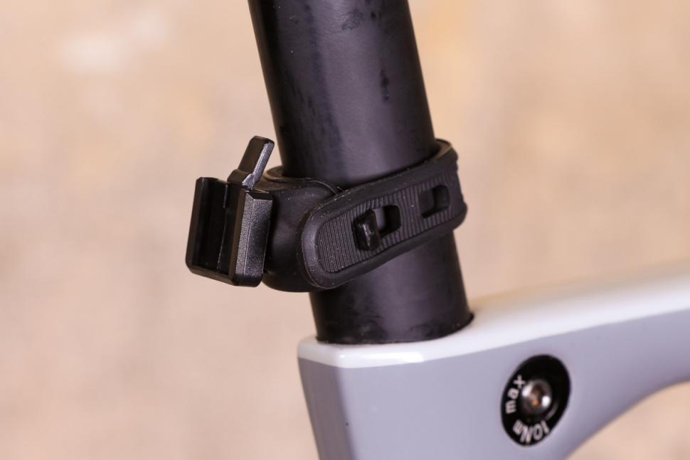 Oxford Bright Stop Rear LED - mount.jpg