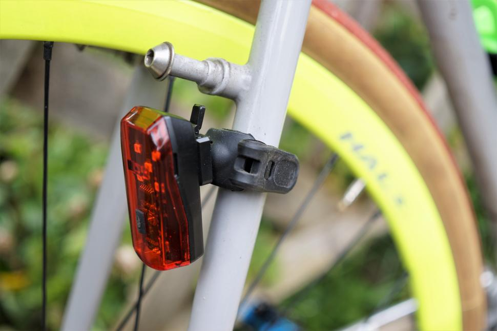 Oxford stoplight seatstay mounted side profile roadcc.JPG