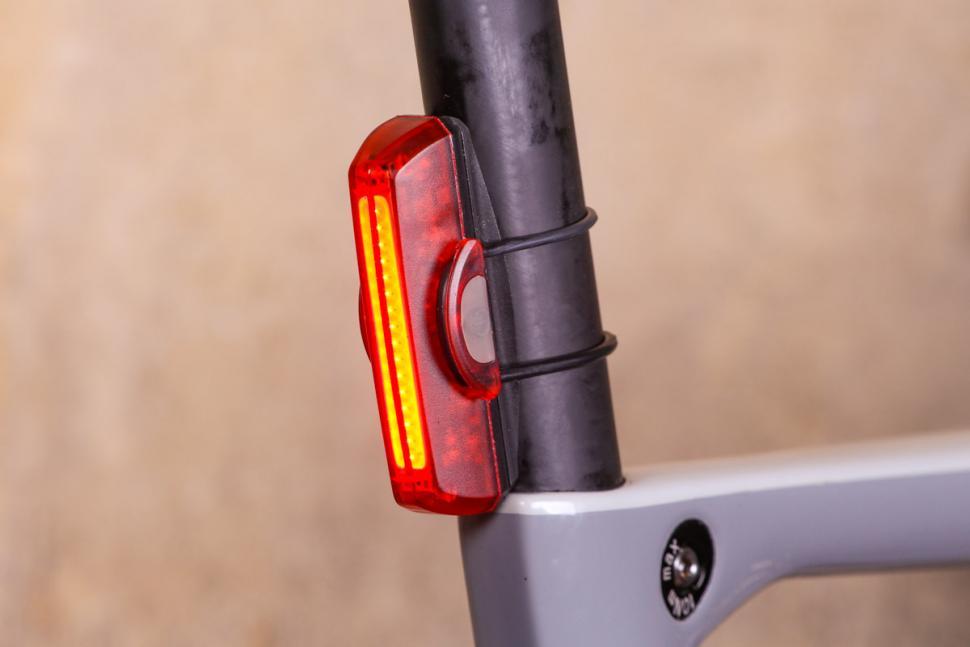 Updated MagicShine MJ-818 LED Bike tail Light /& Default Battey